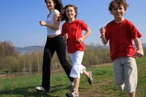 mom-running-with-kids